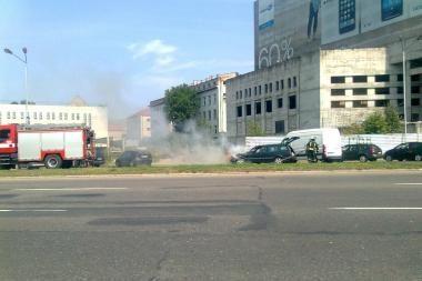 Karaliaus Mindaugo prospekte degė automobilis