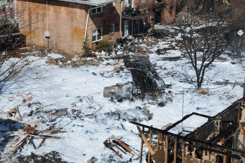 Karo laivyno lėktuvas sudužo pataikydamas į gyvenamųjų namų kompleksą