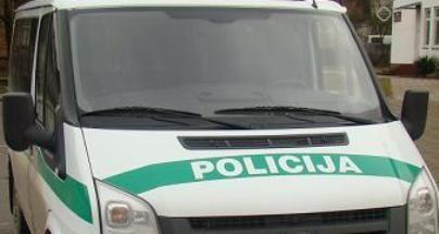 Girtas vyras apdraskė policininką