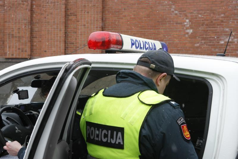 Girtas devyniolikmetis policijai bruko kyšį