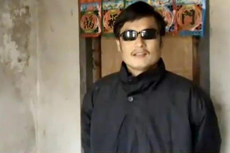 Kinijoje aklas advokatas pabėgo iš namų arešto