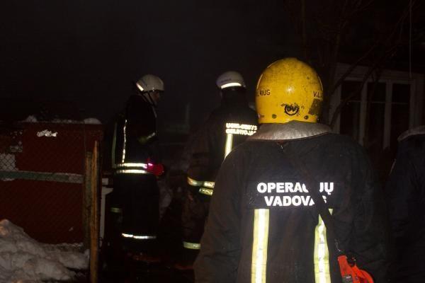 Iš degančio automobilio ištraukta moteris mirė ligoninėje