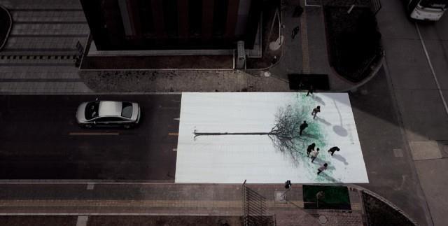"""Kinijoje menininkai """"privertė"""" sužaliuoti pėsčiųjų perėjas"""