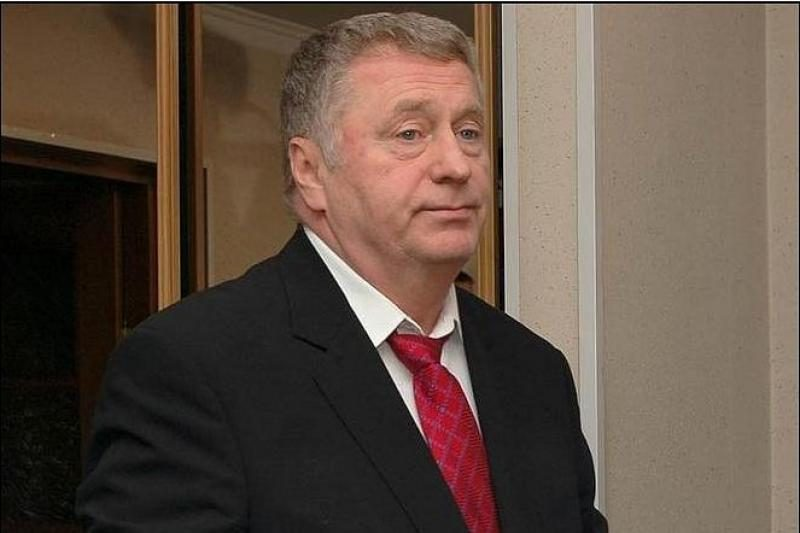 V.Žirinovskis rinkėjus vilioja mušdamas asilą