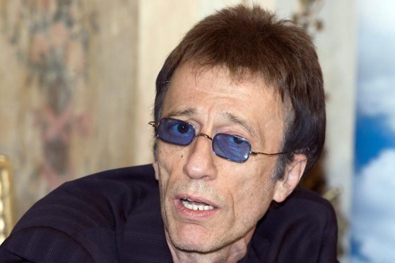 """""""Bee Gees"""" dainininką Robiną Gibbą ištiko koma"""
