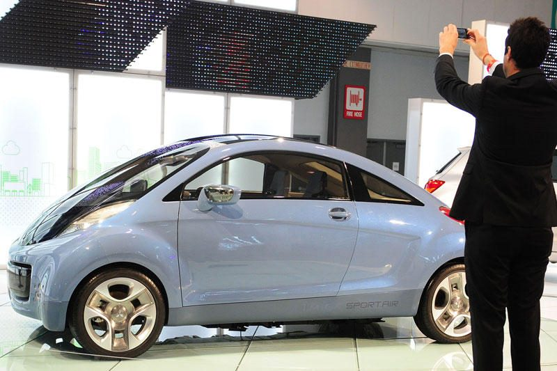 """""""Mitsubishi"""" elektromobiliai gali tapti ir energijos tiekėjais"""