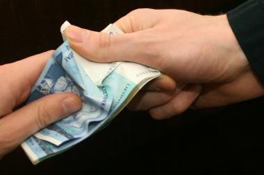 Seimas nori matyti, kiek uždirba redaktoriai ir bankininkai