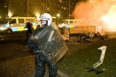 Švedijos Malmės mieste siautėja riaušininkai