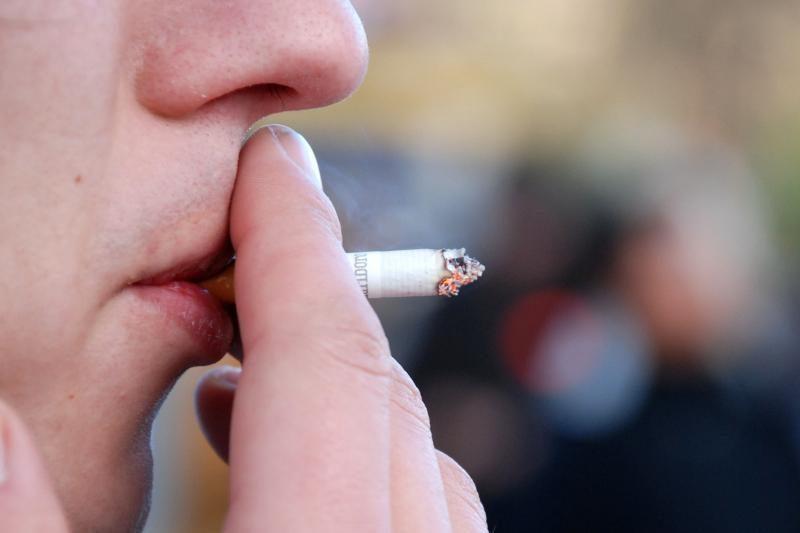 Varėnos policininkas įtariamas pardavęs rūkalų suimtam kaltinamajam