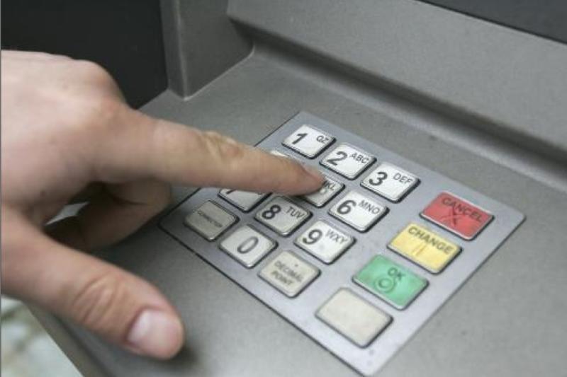 Australijoje moteris įstrigo banko automate