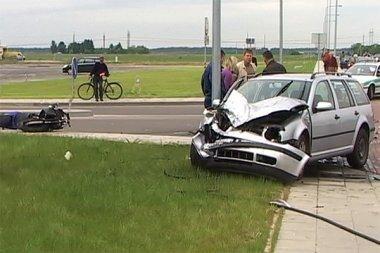 Per paskutinį skambutį sunkiai sužalota motociklu važiavusi abiturientė