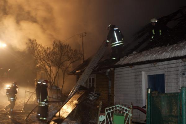 Vilniuje kilusiame gaisre išgelbėti trys žmonės (papildyta)