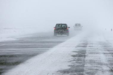 Klaipėdoje pradėjo pustyti, vairuotojai raginami būti atsargūs
