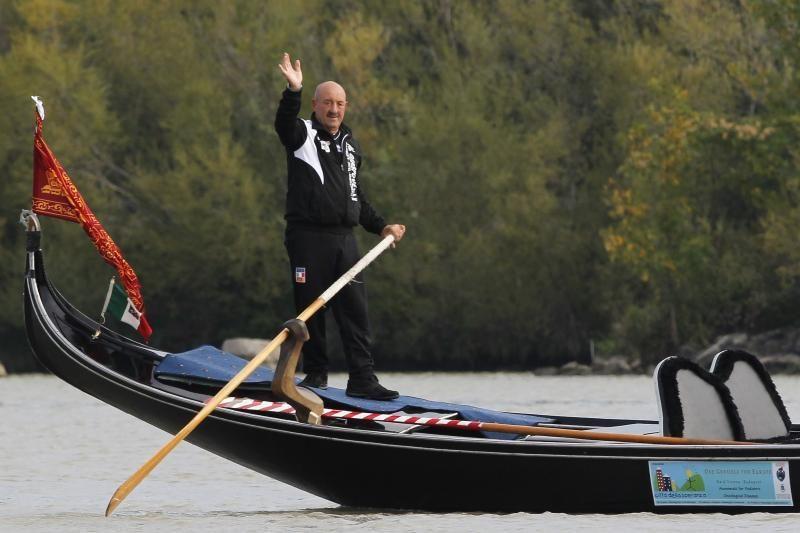 Garbaus amžiaus venecijietis gondola atplaukė iš Vienos į Budapeštą