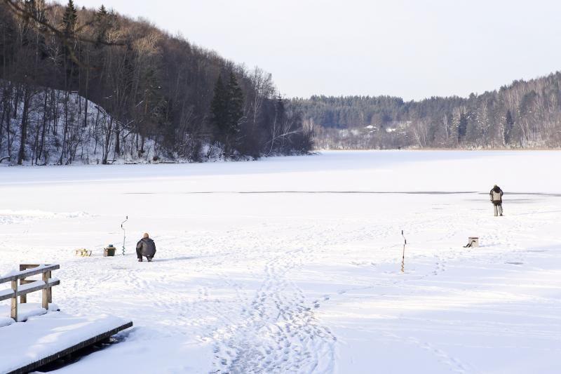 Medikams nepavyko išgelbėti Balsio ežere skendusio žvejo gyvybės