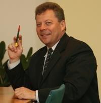 Atleistas Valstybės tarnybos departamento vadovas prašo iš valstybės 50 tūkst. litų neturtinės žalos