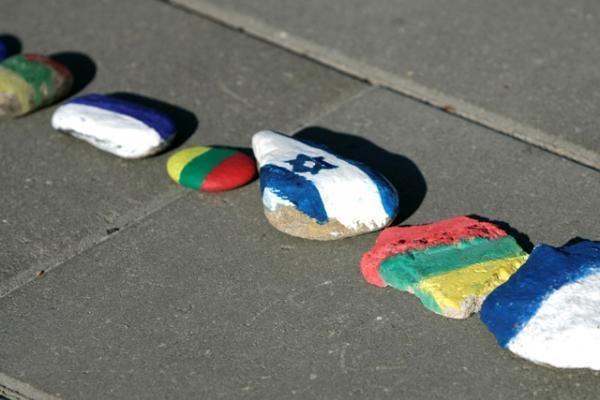 Žydų genocido aukos pagerbtos akmenų kauburėliais