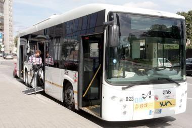 Vicemerui R.Adomavičiui užkliuvo italų autobuso spalvos