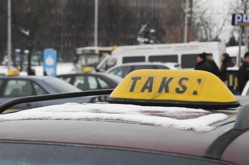 Policija: Vilniaus taksistai pildavosi nelegalų kurą