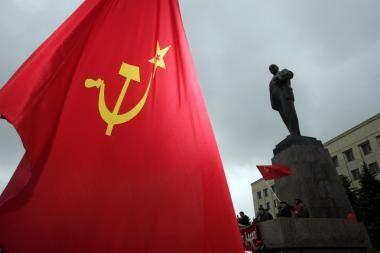 Sprendimas drausti sovietinę simboliką per veteranų eitynes supykdė Rusiją
