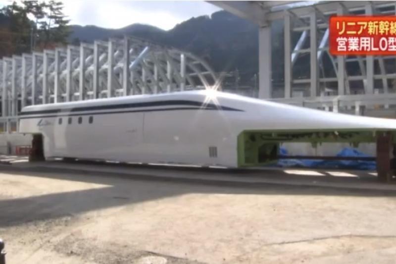 Japonijoje pristatytas 500/h greitį pasieksiantis traukinys