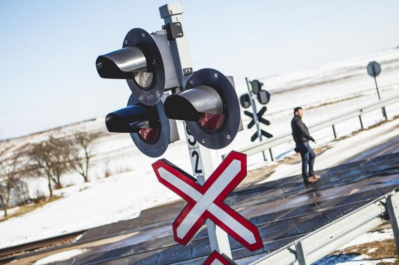 Prie Kaišiadorių susidūrė traukinys ir automobilis, žuvo vairuotojas