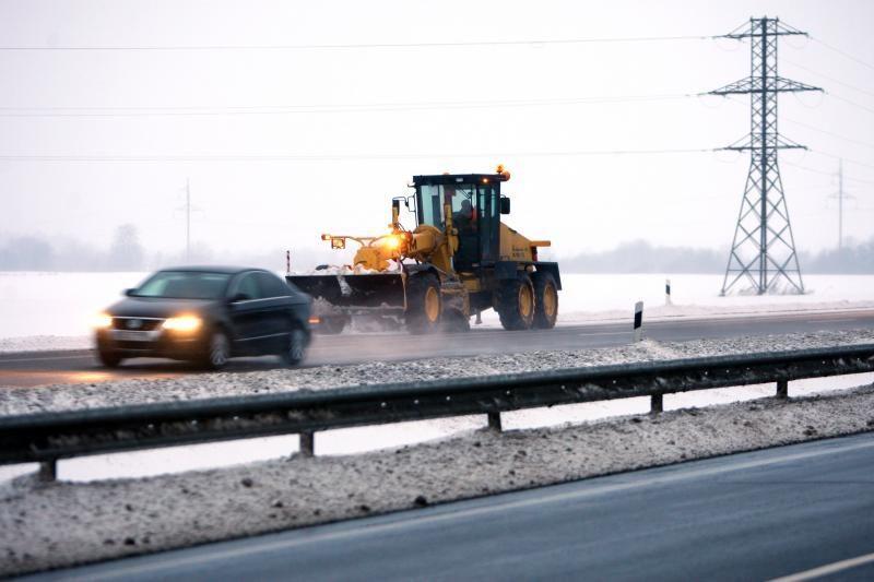 Dėl sniego eismo situacija sudėtingiausia Žemaitijoje