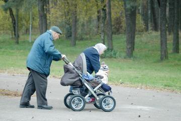 Surinkta 90 tūkst. parašų prieš valdančiųjų ketinimus ilginti pensijos amžių