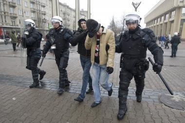 """Riaušininkų paieška """"nulaužė"""" policijos tinklapį (atnaujinta 11.17)"""