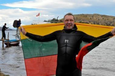 V.Urbonas JAV perplaukė Jeloustouno ežerą
