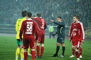 Futbolo arbitrai teigia pirmą sezoną nesulaukę priekaištų