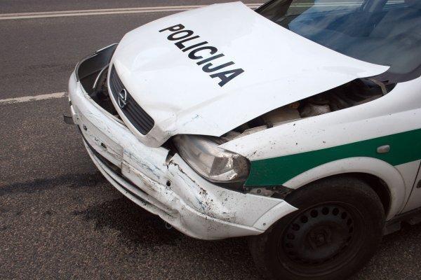 Girtas prie vairo pagautas policininkas teisę vairuoti atgaus anksčiau