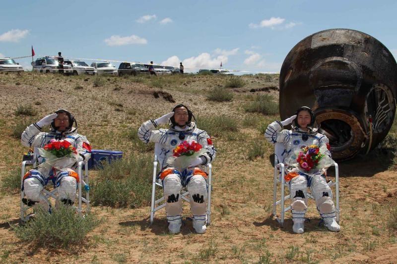 Kinų astronautai sėkmingai sugrįžo į Žemę
