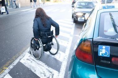 Neįgaliųjų automobilių vietas dažniau užima vyrai