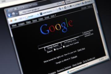 """""""Google"""" įkūrėjai parduoda savo akcijas"""