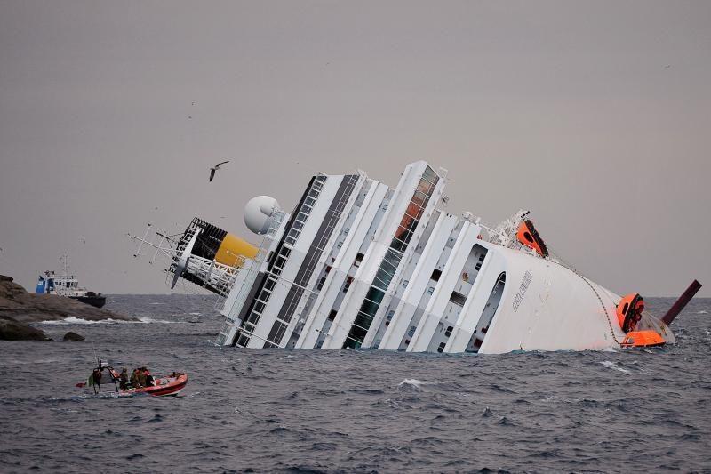 """""""Costa Concordia"""" nelaimė atomazgos nesulaukė ir po metų"""