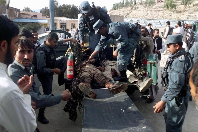 Afganistane per Talibano išpuolį prieš NATO bazę žuvo penki žmonės