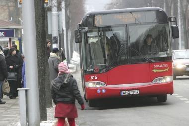 """Autobusuose """"Soliaris"""" keleiviams nesaugu"""