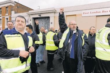 Didžiajai Britanijai mažinant išlaidas profsąjungos grasina streikais