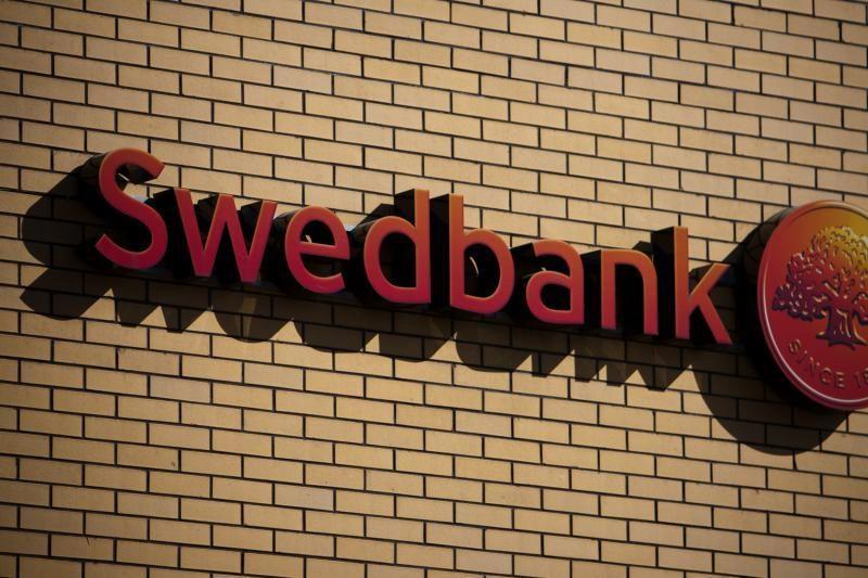 """Latvijoje pradėtas ikiteisminis tyrimas dėl gandų apie """"Swedbank"""""""