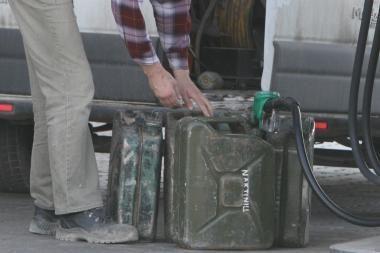 Vilkike slėpė beveik 240 kg dyzelino