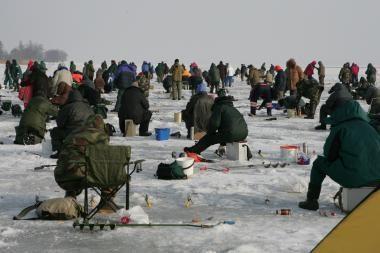 Užšalusios upės ir ežerai tampa mirtinais spąstais