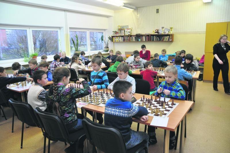 Jaunieji gudročiai keletą dienų varžėsi prie šachmatų lentų