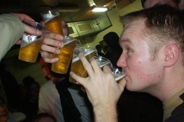 Tik kas šeštas rusas darbo metu geria alų