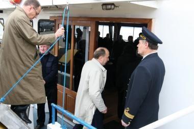 Vyriausybės nariai uostą apžiūrėjo iš laivo