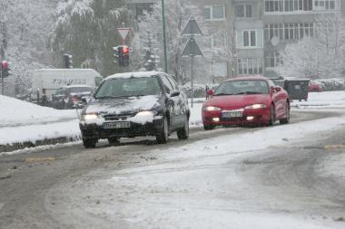 Vairuotojai piktinosi dėl nevalomų kelių