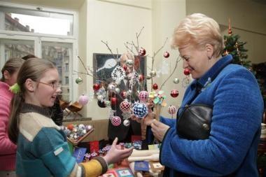 Prezidentė kalėdinėje mugėje palinkėjo vaikams išsaugoti norą dalintis su kitais