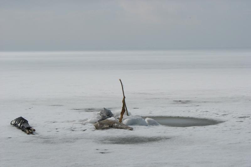 Kuršių mariose pradėjo aižėti ledas, žvejai raginami būti atsargūs