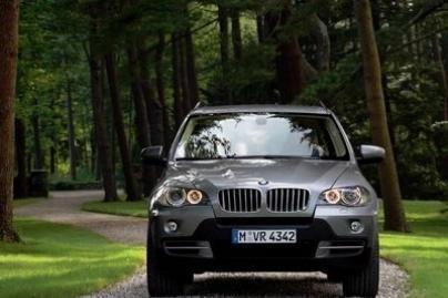 """Lietuviai svajoja apie visureigį """"BMW X5"""