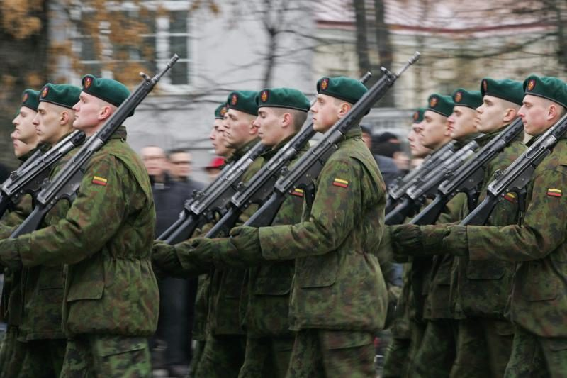 Dauguma gyventojų mano, kad vyras turi būti tarnavęs kariuomenėje